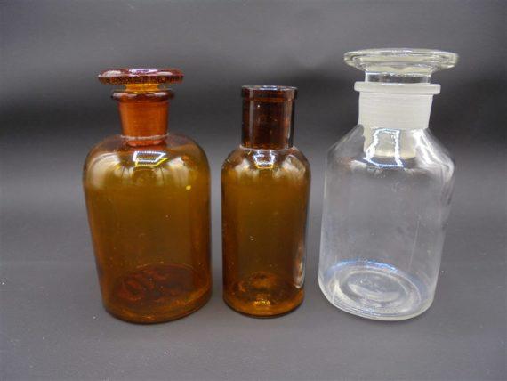 flacons fioles bouteilles pharmaceutiques apothicaire