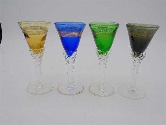 petits verres pied colores