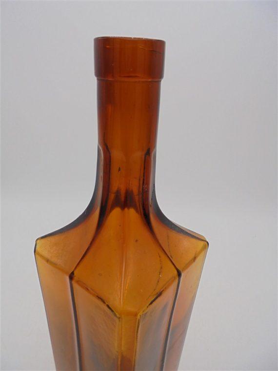 ancienne bouteille carre verre ambre