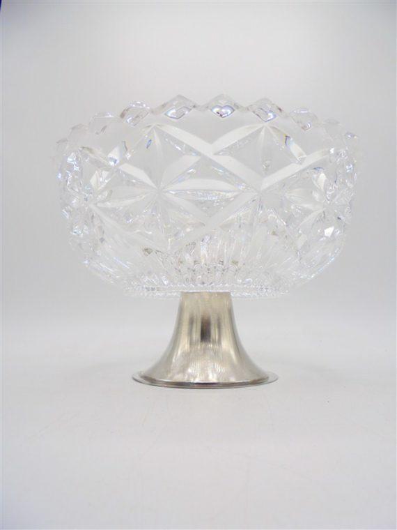 plat coupe à fruits en cristal sur pied en metal
