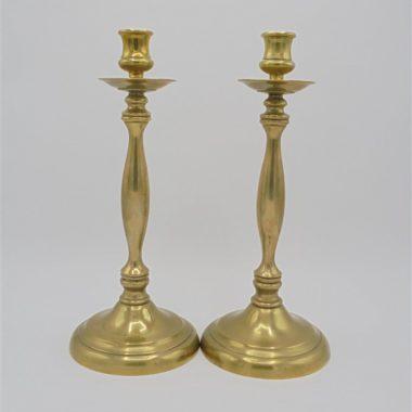 paire de grands chandeliers en laiton