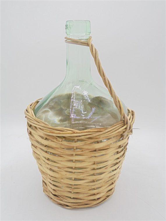 bonbonne en verre dans panier osier avec anse
