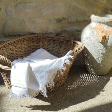 ancienne grande paniere a linge en osier