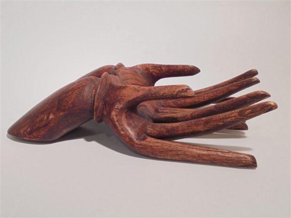 vide poche en bois en forme de mains jointes