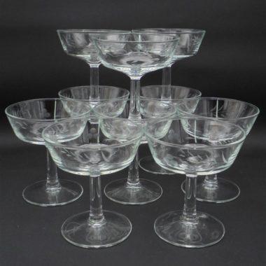 anciennes coupes a champagne verre cisele decor vegetal