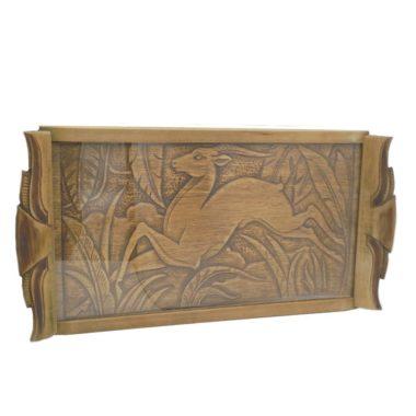 ancien plateau en bois sculpte decor antilope sous verre