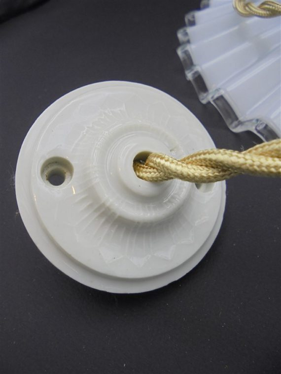 rosace porcelaine ancienne lampe suspension opaline blanche plissee ondulee