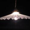ancienne lampe suspension opaline blanche plissee ondulee