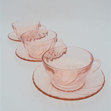 tasses a cafe vintage arcoroc verre rose