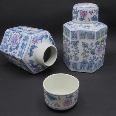 pots a the porcelaine chinoise decor floral bleu et rose