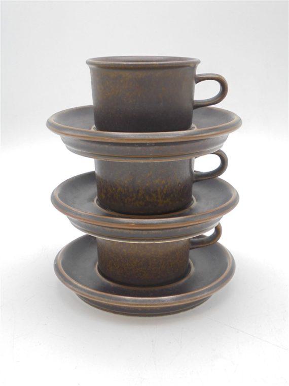tasses a cafe expresso en gres couleur marron chocolat
