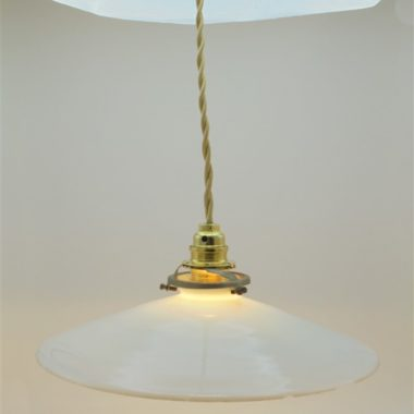 ancienne suspension opaline blanche