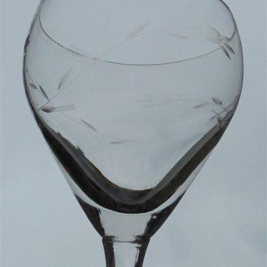 ancien service verres a pied decor cisele
