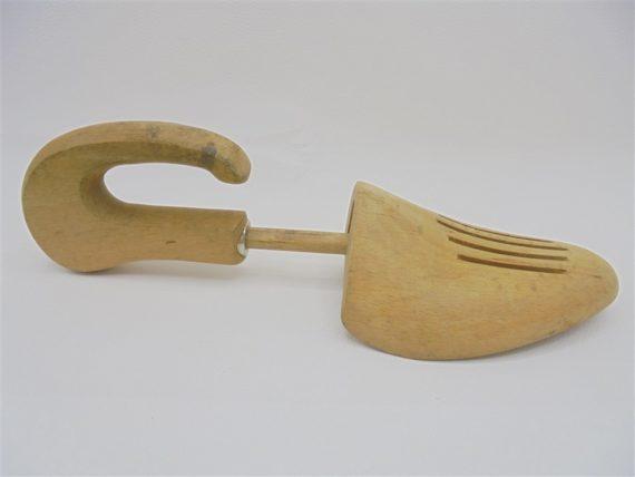 anciens embauchoirs chaussures forme pied accessoire coordonnier en bois