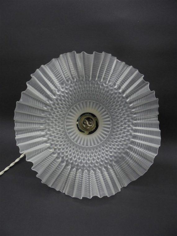 ancienne suspension luminaire vintage brocante verre ondule depoli