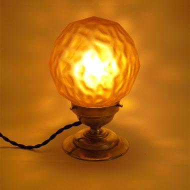 ancienne lampe luminaire plafonnier globe verre ambre jaune socle laiton bronze