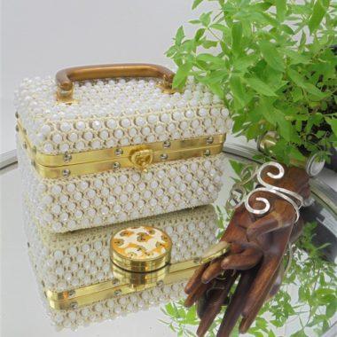 vanity case valisette recouverte perles tissees