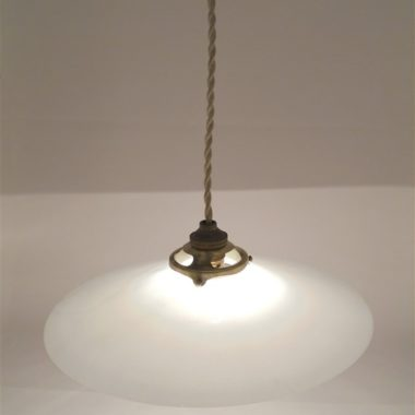 ancien luminaire suspension opaline blanche