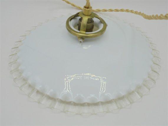 ancien luminaire suspension opaline blanche bordure ondulee
