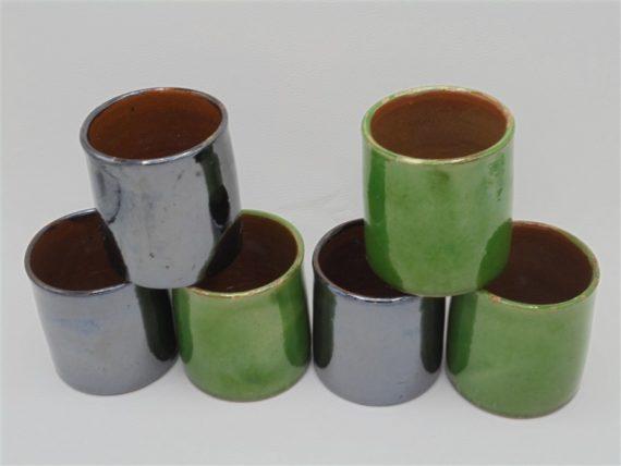 tasses gobelets pots en ceramique vernissee vintage vert et noir gris