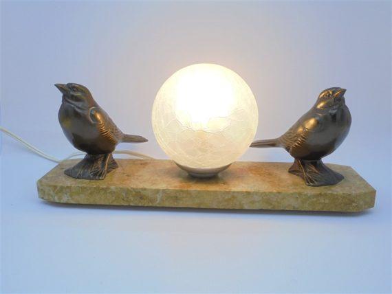 lampe vintage socle en marbre decor 2 oiseaux globe verre effet craquele idee cadeau