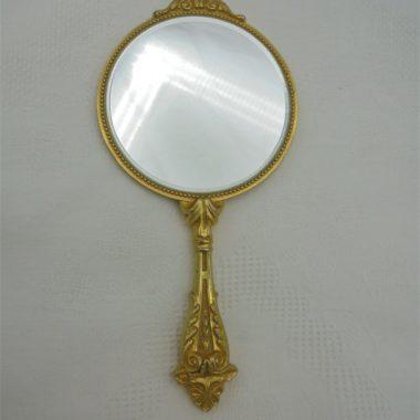 miroir de sac avec poignee decor 18eme metal dore idee cadeau