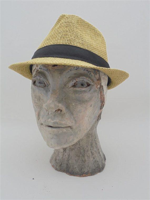 sculpture tete terre cuite visage africain tete a chapeau