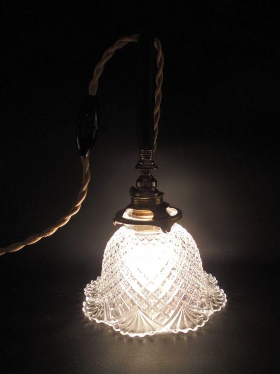 lampe baladeuse globe floral ancien verre ou cristal