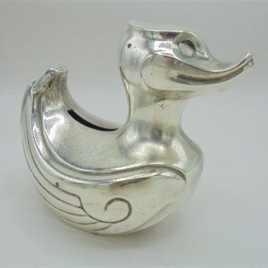 ancienne tirelire en forme de canard en metal chrome