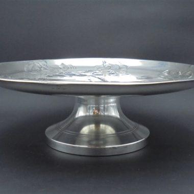 ancien plat piedouche en metal argente signe b henneberg varsovie decor iris art nouveau debut xxe