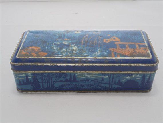 ancienne boite en metal decor asiatique bleu et rouge