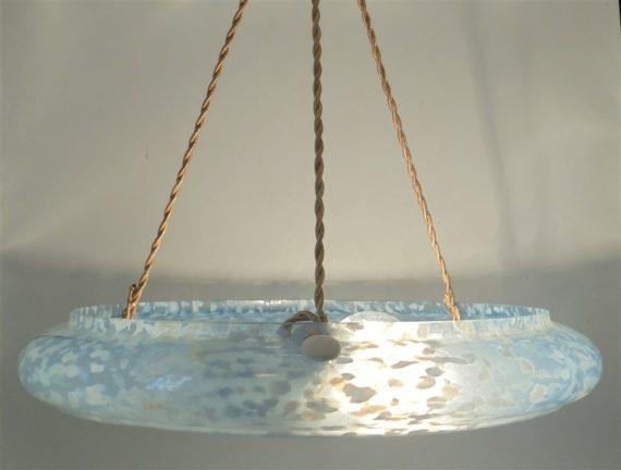 ancienne suspension large en verre mouchete de clichy bleu vasque