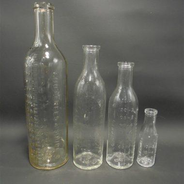 anciennes bouteilles flacons gradues pharmacie biberon grammes cuillerees cafe soupe