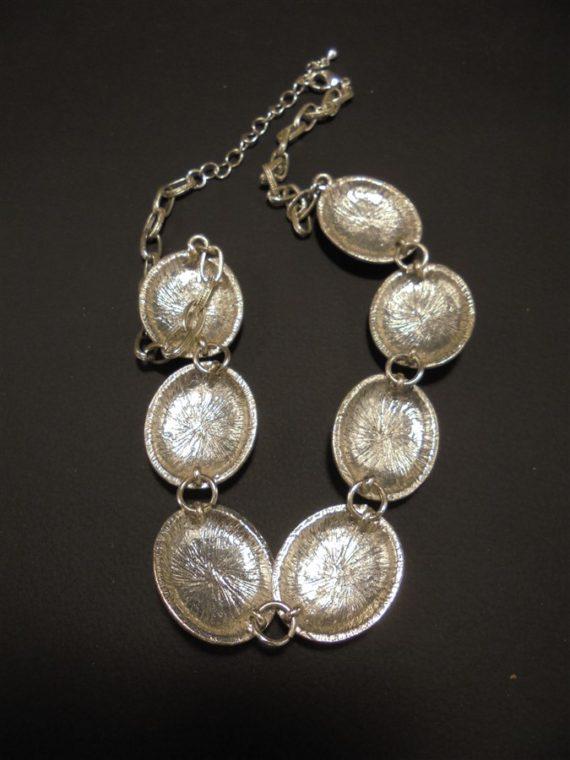 collier fantaisie medaillons irises metal argente