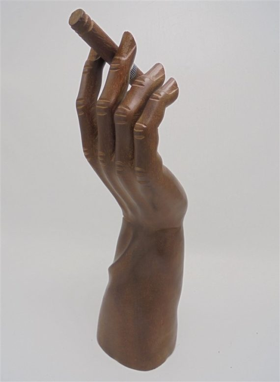 sculpture main en bois cuba cigare