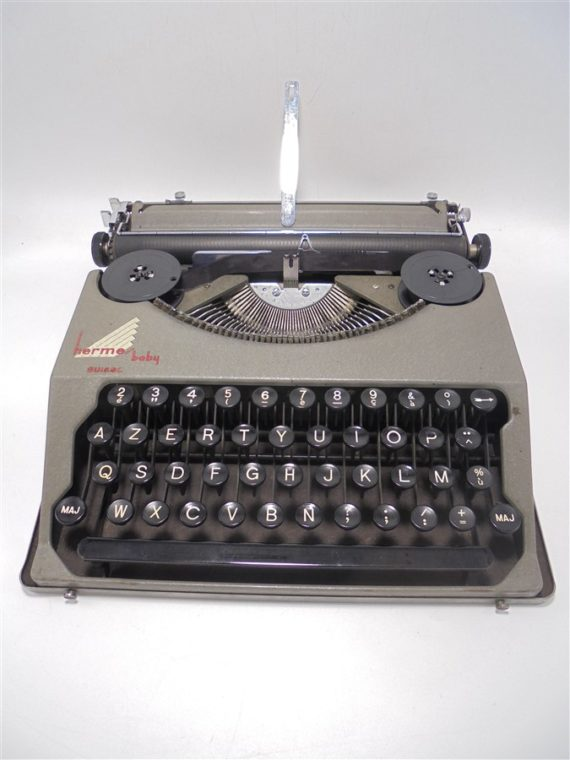 ancienne machine a ecrire hermes baby suisse
