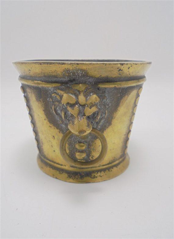 mortier en bronze tetes de lion