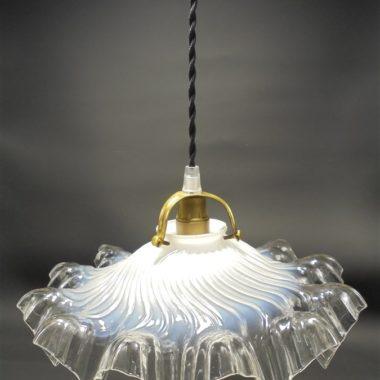 ancienne suspension en opaline luminaire vintage