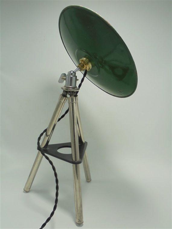 lampe tripode lampadaire ancien trepied appareil photo hauteur reglable tole emaillee verte