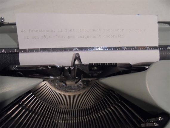 machine a ecrire vintage hermes baby suisse grise et vert d eau