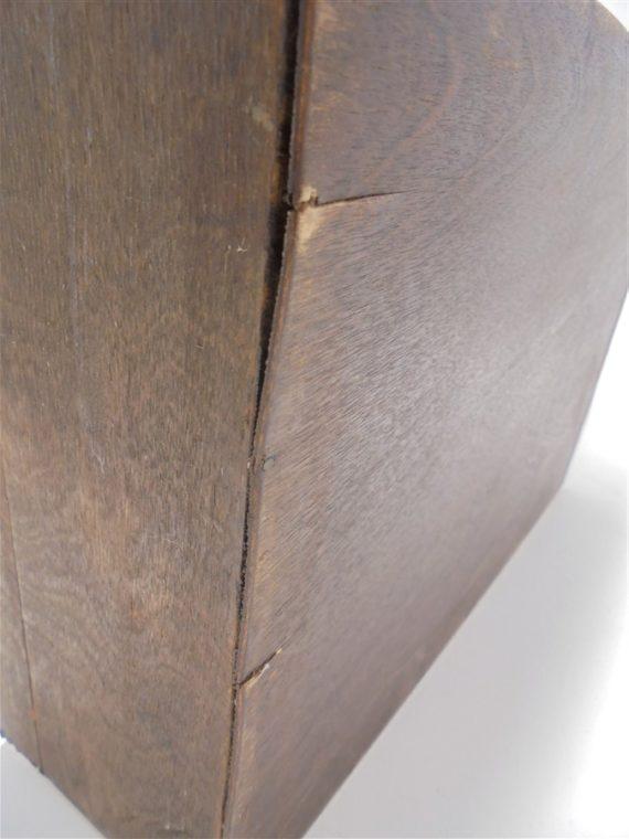 ancienne valisette en bois