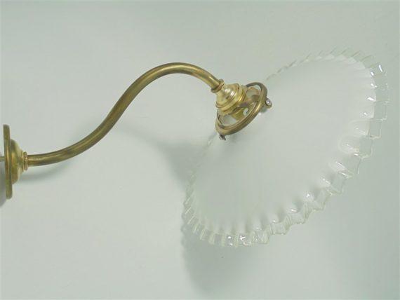 applique col de cygne et opaline blanche dentelle ancien luminaire