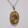 collier pendentif medaillon fleur sechee