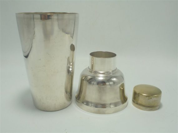 ancien shaker en metal argente