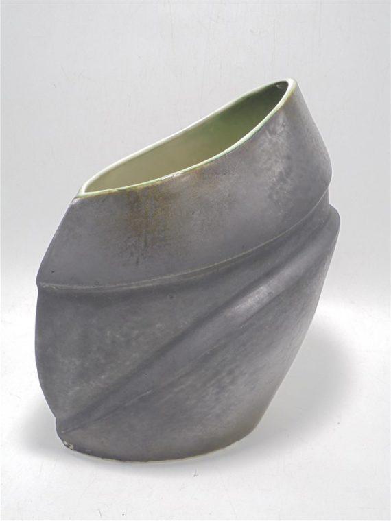 vase design en ceramique signe estelle lo verso